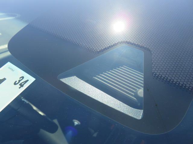 衝突被害軽減ブレーキ「シティブレーキアクティブシステム」搭載です!フロントに取り付けられたセンサーが障害物を感知すると衝突被害軽減ブレーキが作動します。※天候や道路状況により作動しない場合もあります。