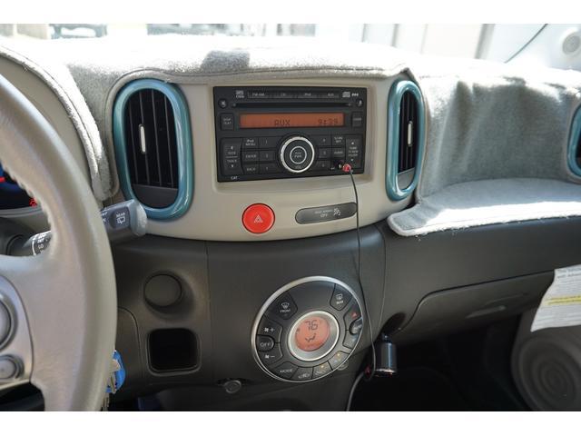 US日産純正オーディオ!!音もよくAUXケーブルでiPhoneミュージックも聞く事が可能です♪上級グレードのSLのみ標準装備のオートエアコン!!