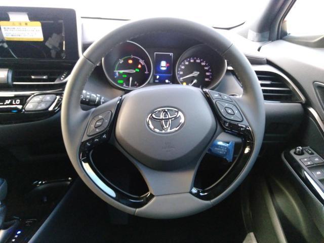 トヨタ C-HR G 新車未登録 セーフティーセンス ハーフレザーシート