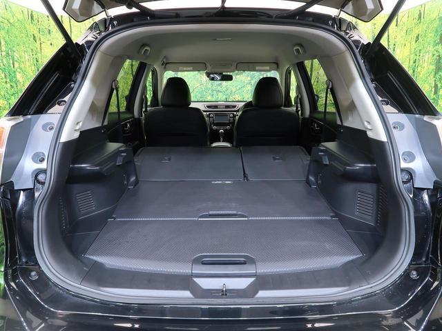 シートを倒せば、大容量のスペースを確保。これでもかってくらい荷物が入りますね☆