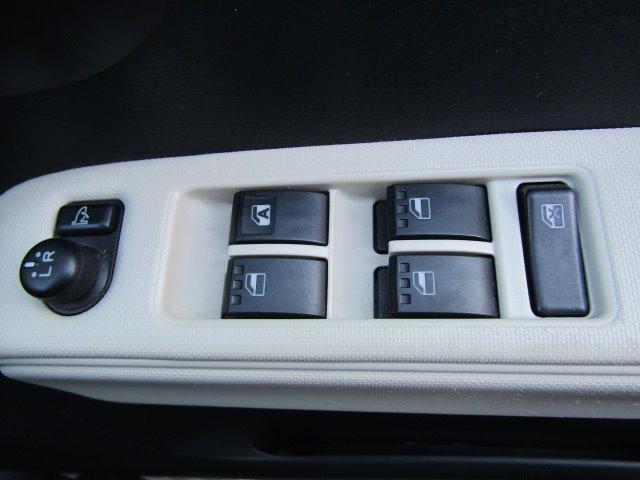 ココアX 1年保証付 盗難防止システム 走行81千km CD再生 電格ミラー オートエアコン タイミングチェーン ベンチシート ABS パワーステアリング 運転席・助手席エアバック エアコン ライトレベライザー(9枚目)
