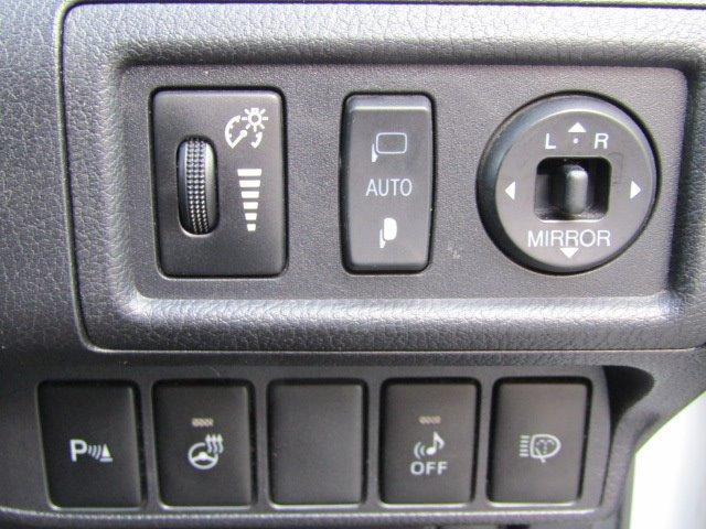 CT200h バージョンL 1年保証付 LEDヘッドライト HDDナビ レザーシート オートライト バックカメラ スマートキー コーナーセンサー CD・DVD再生 フルセグ ETC プッシュスタート パワーシート シートヒーター(11枚目)