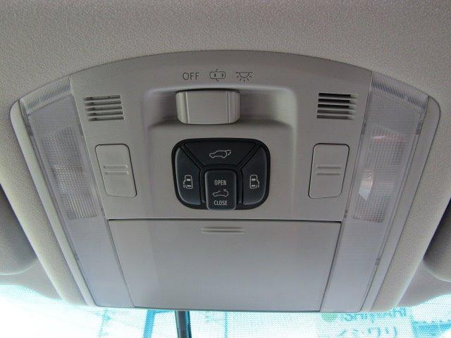 350S Cパッケージ 1年保証付 サンルーフ 両側パワースライドドア HDDナビ レザーシートカバー 後席フリップダウンモニター コーナーセンサー 19インチ社外アルミ 電動リアゲート ローダウン バックカメラ 7人乗(17枚目)