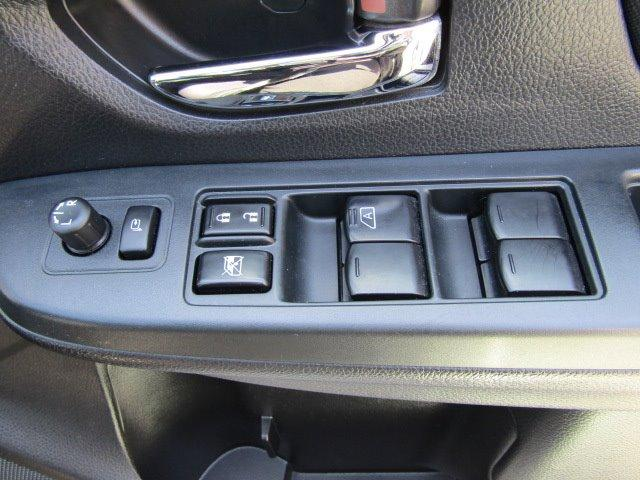 2.0iアイサイト 1年保証付 衝突軽減ブレーキ 走行56千km HDDナビ オートライト HIDヘッドライト CD・DVD再生 ETC クルーズコントロール キーレス 電格ミラー ウィンカーミラー パドルシフト ABS(15枚目)