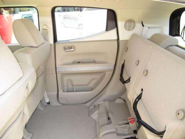 センタータンクレイアウトのN-BOXは、リアシートの座面が跳ね上げられるので、背の高い荷物も載せられます!