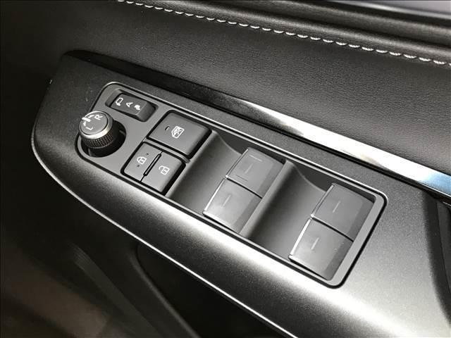 S ディスプレイオーディオ セーフティセンス LEDヘッドライト 電子パーキング レーダークルーズ ステアリングリモコン オートマチックハイビーム 新車未登録(7枚目)