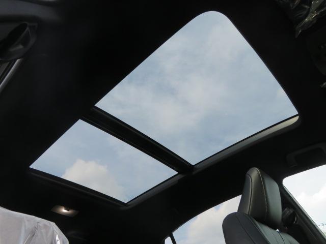 サンルーフ装備。開放感あふれるドライブをお楽しみいただけます。