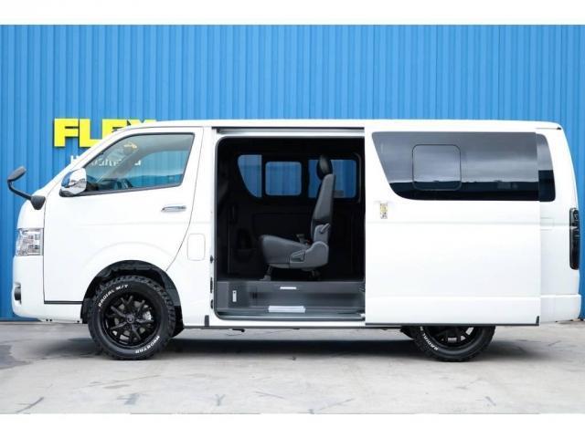 トヨタ ハイエースバン ダークプライムII 4WDカスタム