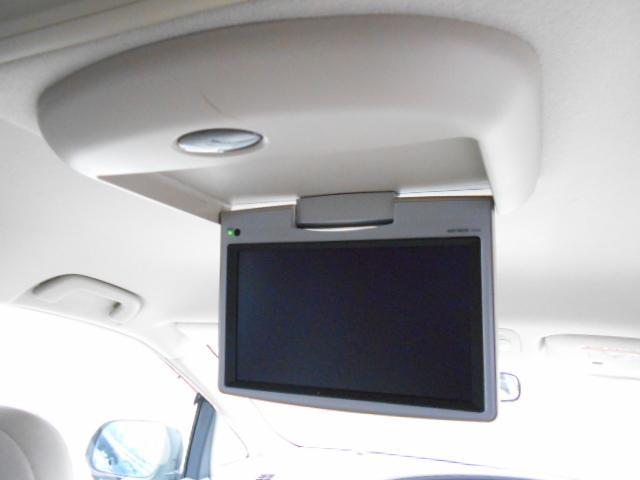 フリップダウンモニター装備ですので後ろにご乗車の方もテレビやDVD視聴可能です♪