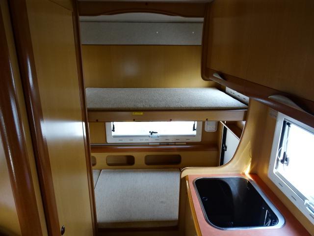 常設2段ベッド完備!ぜひこちらのキャンピングカーで家族で出掛ける楽しい空間を体感してはいかがでしょうか??