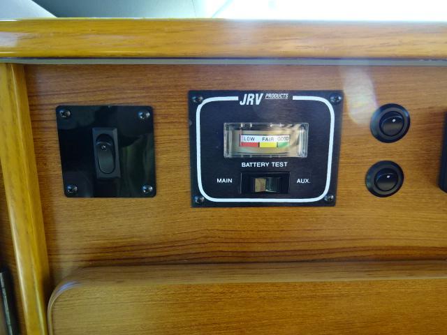 オリジナルキャンパー FFヒーター インバーター 1500Wインバーター ツインサブバッテリー コンバーター 外部電源(36枚目)
