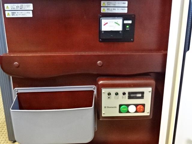 ナッツRV ボーダー 発電機 FFヒーター 1500Wインバーター ソーラーパネル 90L冷蔵庫 ルーフベント サイクルキャリア トイレ シャワールーム 温水ボイラー メモリーナビ バックカメラ 社外キーレス(37枚目)