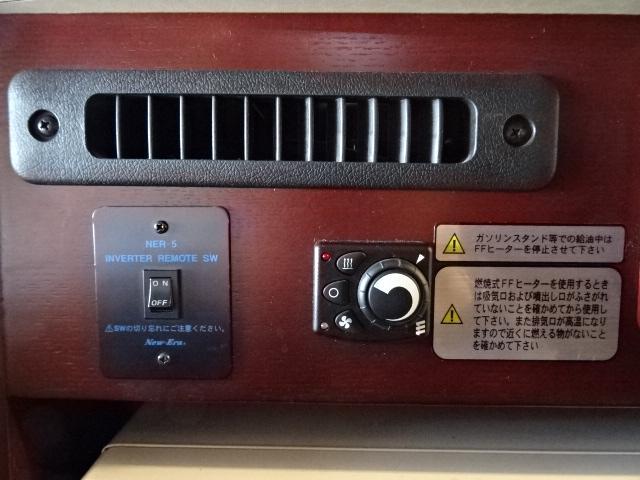 ナッツRV ボーダー 発電機 FFヒーター 1500Wインバーター ソーラーパネル 90L冷蔵庫 ルーフベント サイクルキャリア トイレ シャワールーム 温水ボイラー メモリーナビ バックカメラ 社外キーレス(45枚目)