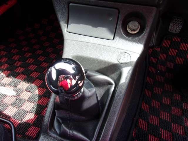 アクティブトップ 5MT 純正15インチアルミホイール フォグランプ キーレス CDオーディオ 電動オープンルーフ 2シーター 5MT ターボ車(11枚目)