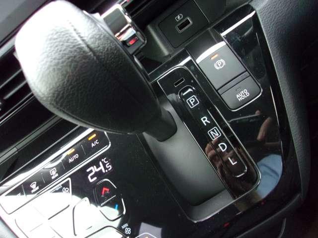 T 届出済未使用車 マイパイロット ターボ車 LEDヘッドライト デジタルルームミラー(マルチアラウンドモニター付) 純正15インチアルミホイール スマートキー 寒冷地仕様 フロントシートヒーター(11枚目)