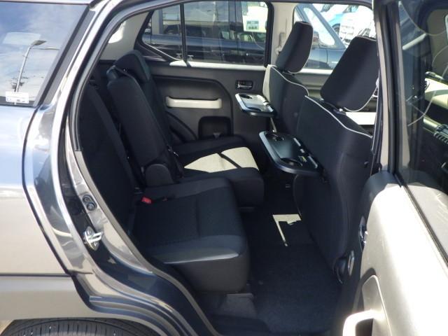 ワゴン車ならではの広々した後席!頭上のゆとりもタップリ。シートスライド&リクライニング機能付き。