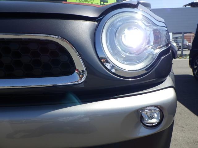 LEDヘッドライトで、遠くまで明るく照らします!