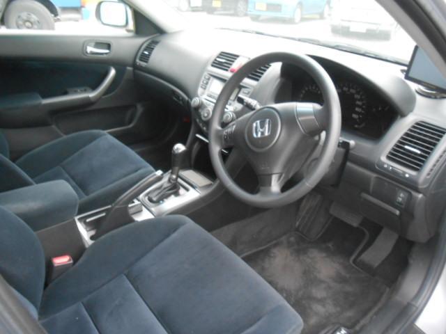 操縦性操作性の良いドライバーズシートは、あなたの運転を高次元で支えます!