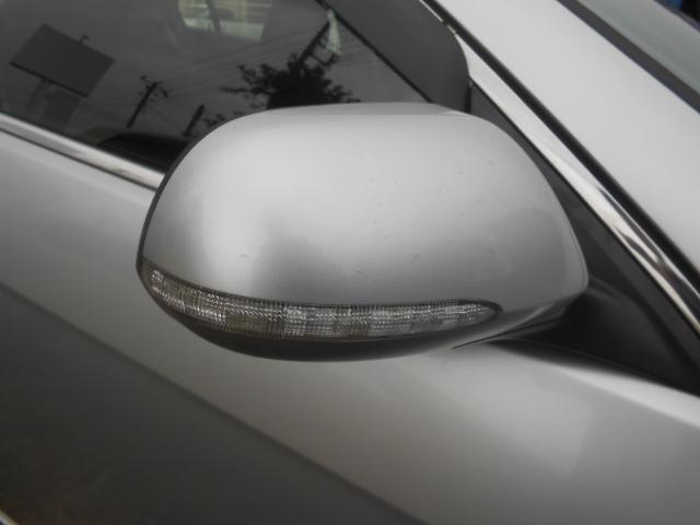 ドアミラーウインカーで対向車からの認識もUP!