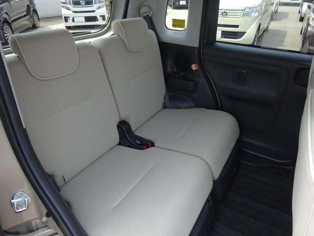 どの席に座ってもゆったりできて、ドライブが快適。