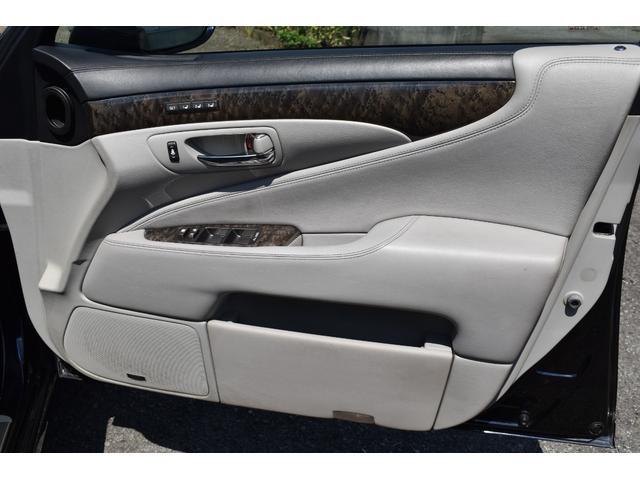 LS600hL後席セパレートシートパッケージ サンルーフ(8枚目)