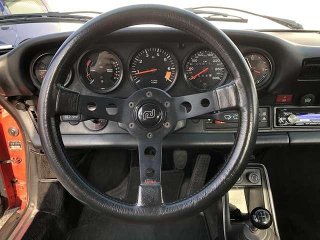ポルシェ ポルシェ 911SC ショールーム展示車 5MT
