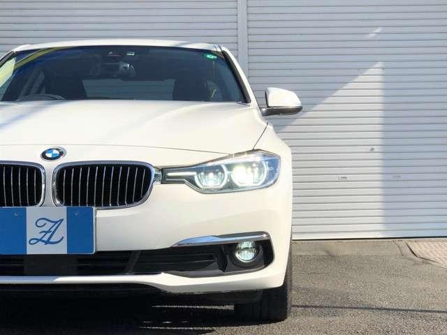 後期モデルからはフロントフェイスのデザインも変更されより人気の高いデザインに!BMWの中でも人気の高い3シリーズですが、その中でもこちらのF30と言われるモデルはデザイン、性能共に人気の高いモデルです