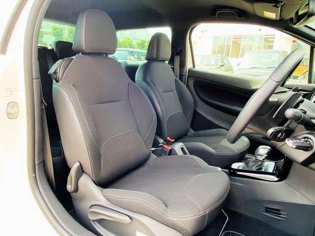 クッション性の高いシートは乗り心地もよく、長距離の運転も快適にお乗りいただけます!日頃の通勤から休日のドライブまで快適にお乗り頂ける1台です!毎日乗る事が楽しいと思えるDS3をいかがでしょうか?