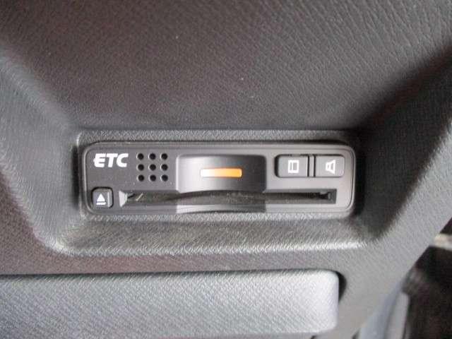 Z クールスピリット ギャザズ9インチナビ Bカメラ ETC 両側電動スライドドア スマートキー 社外前後ドライブレコーダー フルセグ DVD CD録音 HIDヘッドライト オートライト ワンオーナー 当社下取車(16枚目)