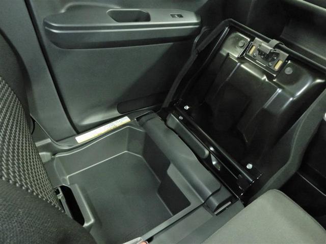 アイディア収納の助手席下収納があり車内の荷物も整理できスッキリです♪
