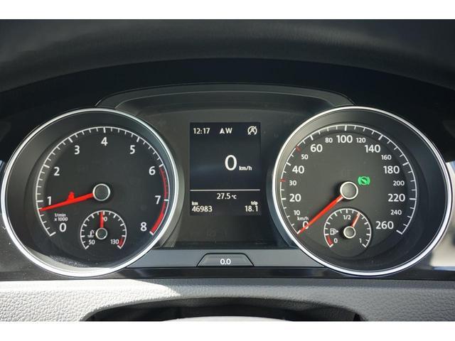 アダプティブクルーズコントロール。全速対応(DSGモデルなら完全に止まるまで自動)一旦ストップしてから2秒の間に前車が進むと自車も自動発車する(それ以降は手動スタート)