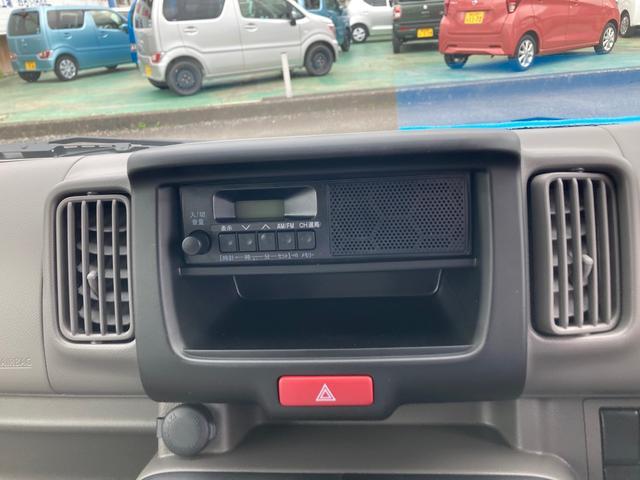 DX 5速マニュアル パワーステアリング エアコン Wエアバック 2WD 届出済未使用車 社外バイザー 社外マット 最大積載量350kg(3枚目)