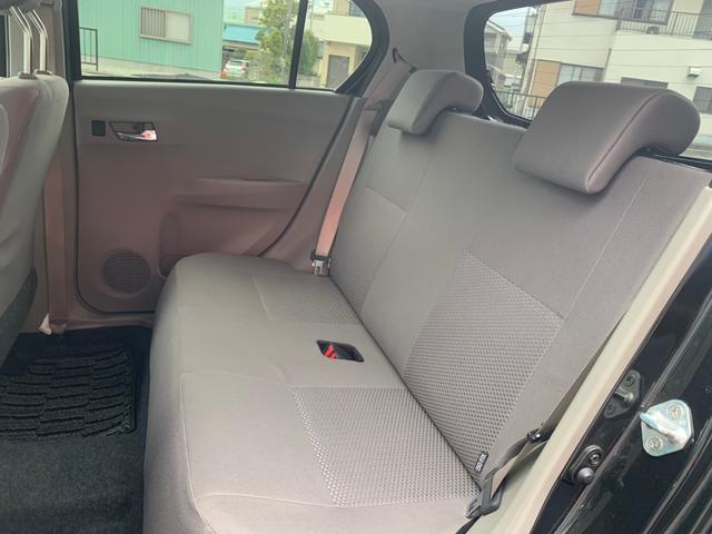後部座席も目立つシミや汚れも無くとてもきれいな状態を保っております。