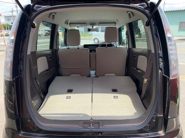後部座席を倒せばより多くの荷物や大きな荷物も載せることができます!