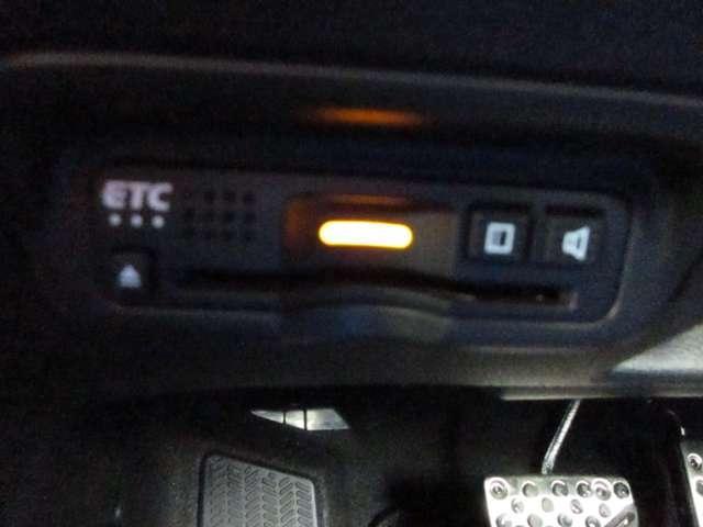 ハイブリッドRS・ホンダセンシング ナビ Rカメラ フルセグ メモリーナビ アイドリングストップ シートヒーター アルミホイール スマートキー バックカメラ ETC 衝突防止システム 盗難防止システム サイドエアバッグ CD 横滑り防止装置 DVD再生 LED(20枚目)