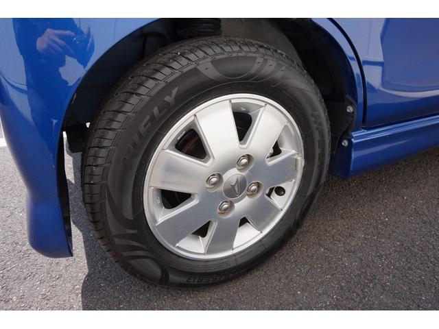 左フロントタイヤです。タイヤは4本とも新品を装着しています。