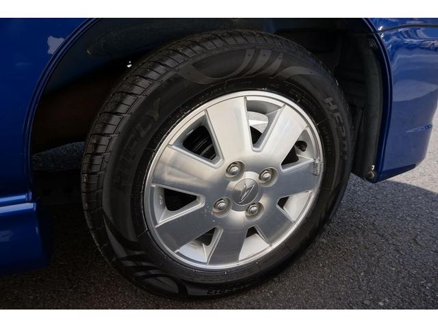 左リアタイヤです。タイヤは4本とも新品を装着しています。