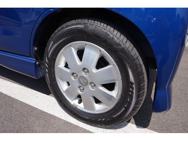 右フロントタイヤです。タイヤは4本とも新品を装着しています。
