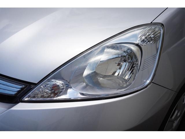 ヘッドライトは専用のコーテング剤を塗布してありますのでクリアできれいな状態です。