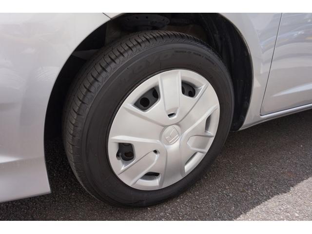 左フロントタイヤです。センター部を測定して6.7mmです。まだまだ使用可能です。