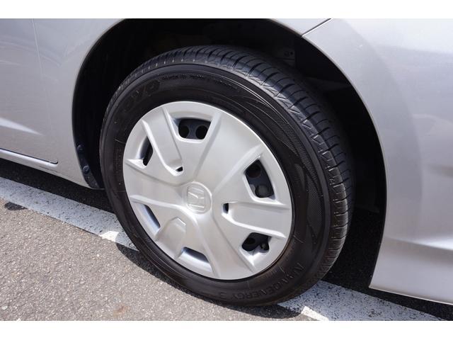 右フロントタイヤです。センター部を測定して6.7mmです。まだまだ使用可能です。
