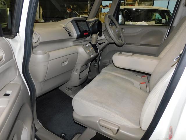 広々としたフロントシートでゆったりとご乗車いただけます。
