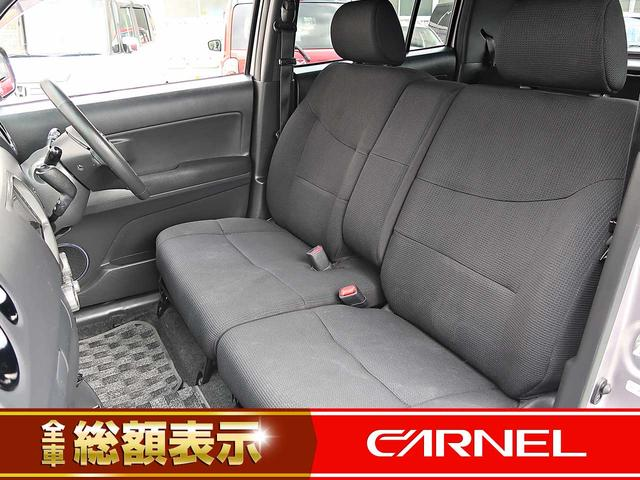 シートの幅が広くなりすっきりして見え、手元に荷物置き場のスペースを確保できます。運転席と助手席の移動も楽でスムーズに行えます。