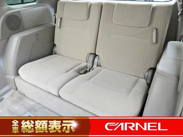 3列目シートもゆったり快適に座っていただけますので、後部座席にお乗りの方も楽しくドライブに参加していただけますよ。