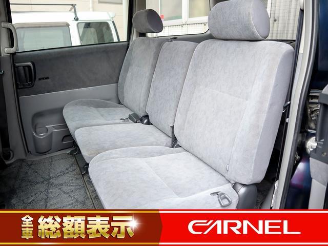 【ウォークスルー】助手席から後部座席への移動や、前列から後列への移動が簡単に行なえます。