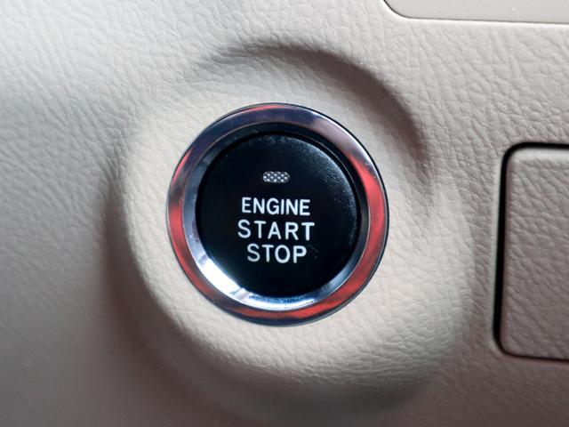 【プッシュスタート装備車】鍵を持っているだけで、ワンタッチでエンジン始動が出来る優れものです。イチイチ鍵を出す手間も無くなり、一度使うと手放せない!とても便利で快適な装備です。