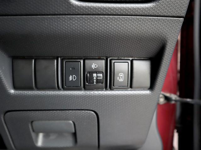 【両側パワースライドドア】こちらのスイッチで運転席からもドア開閉の操作が可能でございます。