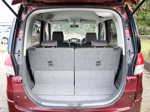 【トランク内】シートを倒すことで、トランクは荷物がたくさん積めるように広く作ってあります。ゴルフバッグや大きなお荷物も積み込み可能です。ぜひ実際にお試しくださいませ。