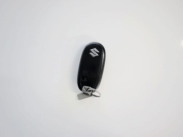 【スマートキー】スマートキーを携帯していれば、カギを差し込むことなくプッシュボタンでエンジン始動が可能です。
