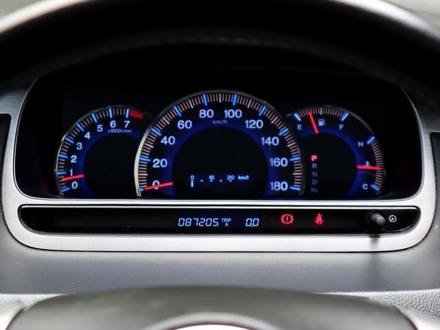 【ステアリモコン】高速走行中等はハンドルから手を離すのは危険ですが、リモコンがついているとハンドルから手も目も離さずに操作が可能となり、安全面で大きなメリットとなります。